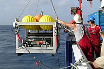 The Ocean Tracer Injection System is launched. Photo: M. Visbeck, GEOMAR