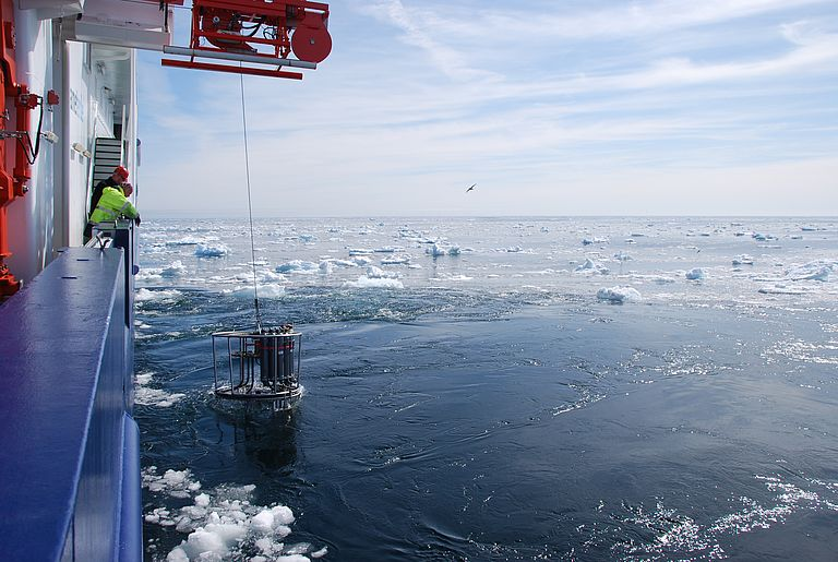 Oceanographic measurements in the Labrador Sea. It is one of the key points of global ocean circulation. Marine researchers from Kiel therefore also operate long-term observatories in this region. Photo: Rafael Abel / GEOMAR
