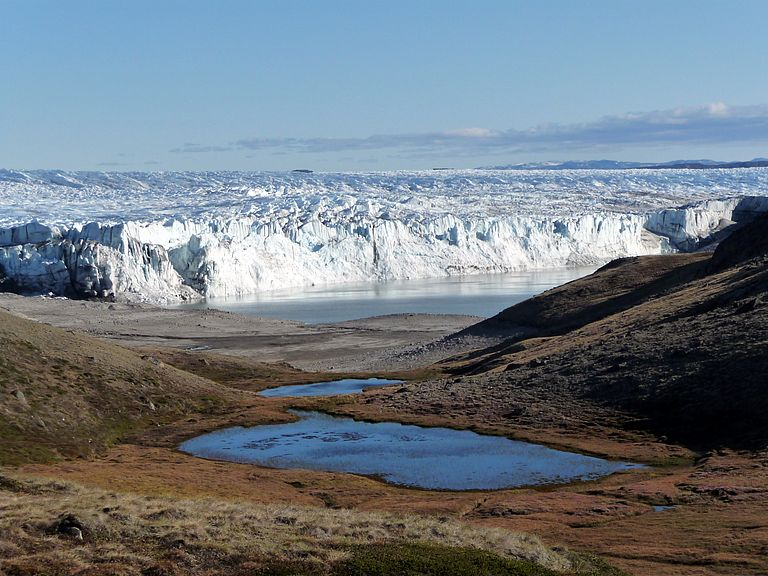 Glacier edge in Greenland. The PalMod project wants to reconstruct and simulate past climate conditions to improve predictions of future developments. Photo: Tim Brücher, GEOMAR