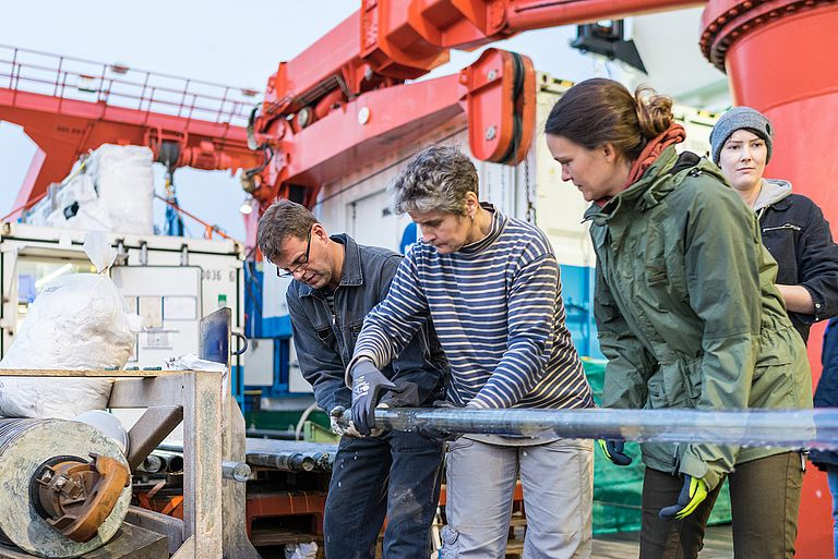 Drill cores from the MARUM-Mebo200 are recovered on deck of the RV METEOR. Photo: Christian Rohleder.