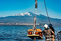 In spring 2016, a team from GEOMAR and Kiel University on board the research vessel POSEIDON installed the GeoSEA transponders on the eastern flank of Mount Etna. Photo: Felix Gross (CC BY 4.0)