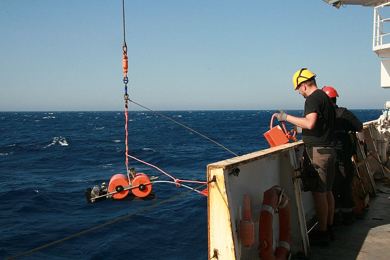 In summer 2017 30 ocean bottom seismometers were deployed from the French research vessel POURQUOI PAS? into the Ligurian Sea. During the current journey, they are recovered to evaluate the recorded data. Picture: Catherine Prequegnat/CNRS