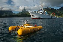 The research submersible JAGO and the New Zealand research vessel BRAVEHEART off the coast of Moorea (French-Polynesia). Photo: K. Hissemann, IFM-GEOMAR