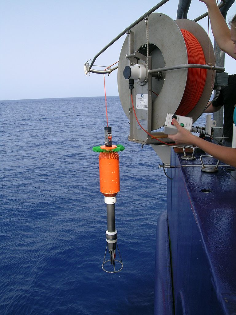 Microstructure probe at the stern of the Meteor when launching with the instrument's own winch. The fast fading of the orange Kevlar cable allows the turbulence measurements to be carried out almost in free fall of the probe through the water. Photo: Marcus Dengler.