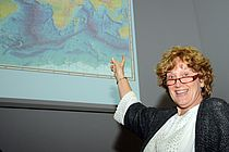 "Prof. Dr. Cindy Lee referiert über ""Particles in the Sea: What, Where, When, & Why?"". Foto: GEOMAR"