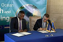 Signing of the Cooperation Agreement between EU Commissioner for Research, Science and Innovation, Carlos Moedas (right), and Deputy Prime Minister of Cape Verde, Olavo Correira (l). Photo: Edson Silva Delgado