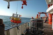 Autonomous deep sea laboratories , so-called BIOGO-Lander, and water-sampler with CTD sensors were used during the expeditions with RV METEOR. Photo: Michael Schneider, RV METEOR