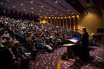 Prof. Dr. Mark Hannington (at the standing desk) at the 2015 conference of the SEG in Hobart (Tasmania). Photo: SEG